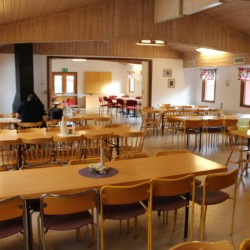 Speisesaal im schwedischen Freizeitheim direkt am See Östgötagården