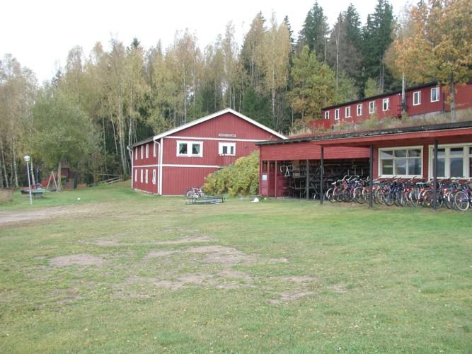 Das Freizeitheim Ralingsåsgården in Schweden von außen.