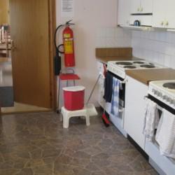 Selbstversorger-Küche im schwedischen Gruppenhaus Rörviksgården für Jugendfreizeiten