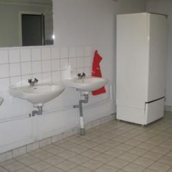 Sanitärbereich im schwedischen Freizeitheim Rörviksgården direkt am See
