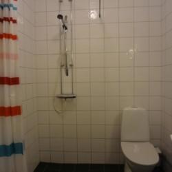 Ein Badezimmer im schwedischen Gruppenhaus Stenbräcka.