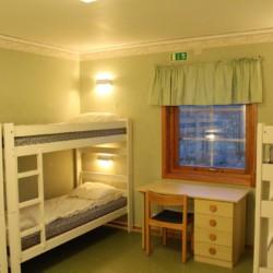Vierbettzimmer im schwedischen Gruppenhaus Hamneda Fritidsgård für Jugendfreizeiten
