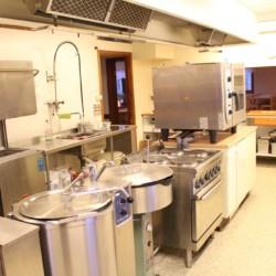 Profi-Küche im schwedischen Gruppenhaus Hamneda Fritidsgård für Kinderfreizeiten