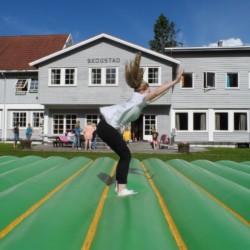 Das Sprungkissen des Freizeitheims Skogstad in Norwegen.
