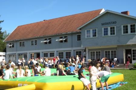 Das Sprungkissen des Jugendhauses Skogstad in Norwegen.