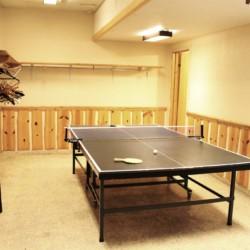 Die Tischtennisplatte im Freizeithaus Skogstad in Norwegen.