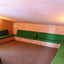 Ein Gruppenraum des Freizeithauses Skogstad in Norwegen.