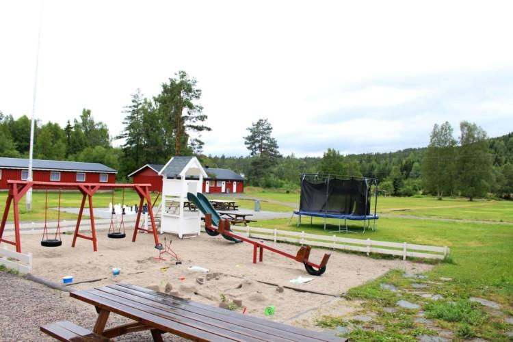 Spielplatz vom norwegischen Freizeitheim Vatnar Leirsted für Kinderfreizeiten