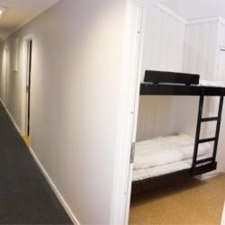 Schlafbereich im norwegischen Freizeitheim Vatnar Leirsted für Jugendfreizeiten