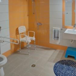 GRK1 Sanitärbereich im griechischen Feriencamp für Jugendfreizeiten direkt am Mittelmeer