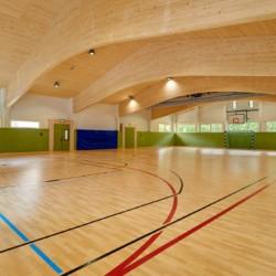 Die hauseigene Sporthalle mit Fußballtoren am Gruppenheim Lindenhof für barrierefreie Gruppenreisen in Österreich.