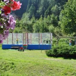 Die Außengestaltung des Gruppenhotels Prommegger in Österreich.