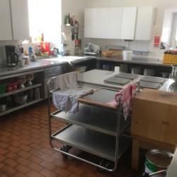 Die Küche für Selbstverpfleger im österreichischen Gruppenheim Haus Wendy für Kinder und Jugendreisen.