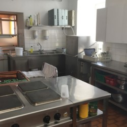 Die Küche für Selbstverpflegung im Gruppenhaus Haus Wendy in Österreich.