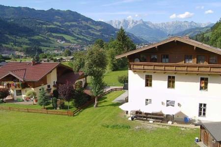 Die Umgebung des Gruppenhauses Waldhof in Österreich.