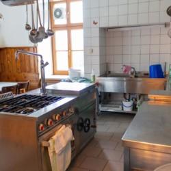 Die Küche im Gruppenhaus Waldhof in Österreich.
