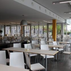 Speisesaal im barrierefreien Gruppenhaus Jugendherberge Düsseldorf am Rhein für Menschen mit Behinderung