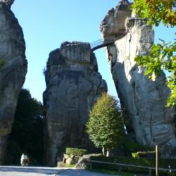 Die Externsteine in Detmold als Ausflugsmöglichkeit des Friedrich-Blecher-Hauses in Deutschland.