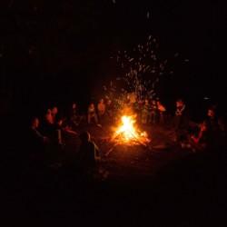 Lagerfeuer am Freizeitheim Fuchsbau für Kinder und Jugendfreizeiten in Deutschland.