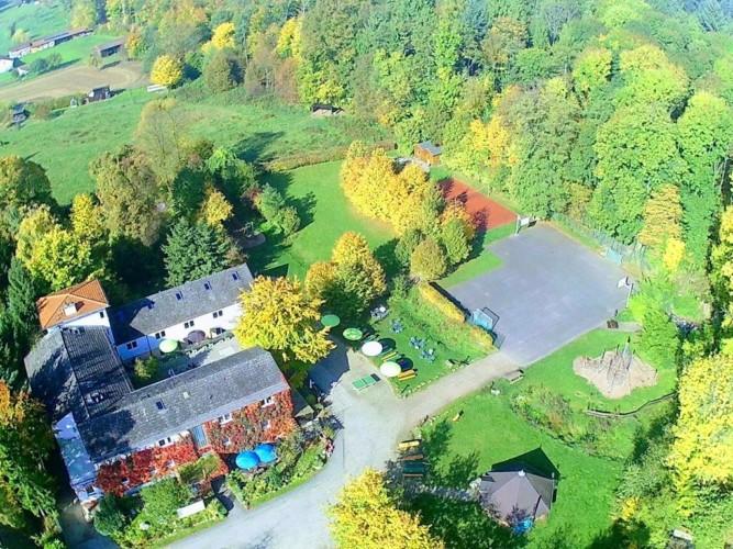 Das Gelände des Gruppenhauses Heliand in Deutschland.