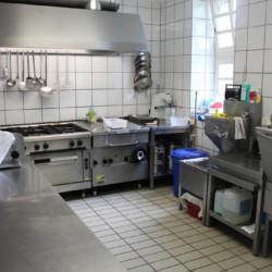 Der Küchenbereich im Gruppenhaus Largesberg.