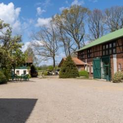 Das Lehmhaus Wisch mit großem Hof in Deutschland.