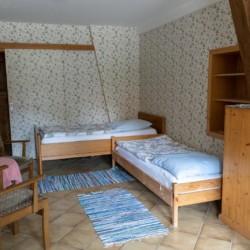 Ein Doppelzimmer im Gruppenhaus Lehmhaus Wisch in Deutschland.