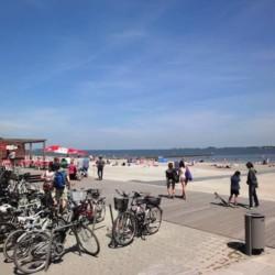 Der barrierefreie Strandzugang am Freizeithaus Hotel Rügenblick an der Ostsee in Deutschland.