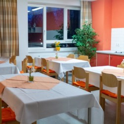 Speisesaal im deutschen Freizeithaus Hotel Rügenblick für barrierefreie Gruppenreisen.