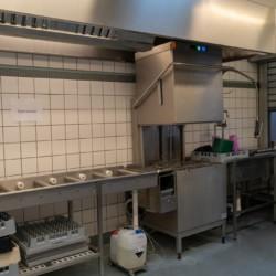 Der Küchenbereich im Gruppenhaus Frostruphave in Dänemark.