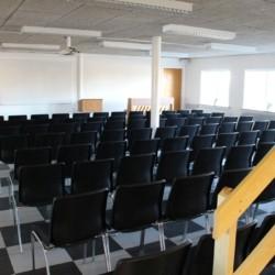 Ein Gruppenraum für Versammlungen im Gruppenhaus Helsinge in Dänemark.