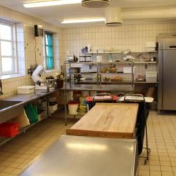 Die Profiküche im dänischen Gruppenhaus Helsinge.