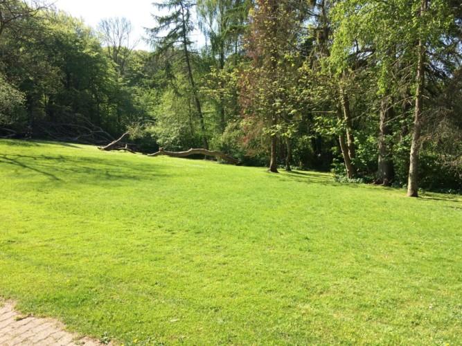 Freizeitheim Hulemosegård mit großer Spielwiese in Dänemark.