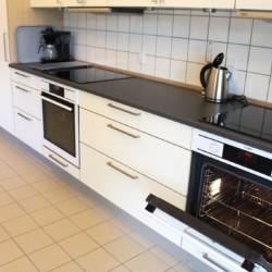 Küchenzeile im dänischen Gruppenhaus Rolandhytten