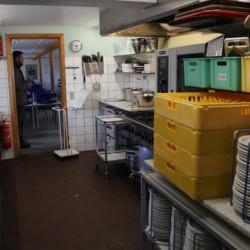 Küchenausstattung für große Gruppen im dänischen Jugendlager Trevaeldcentret