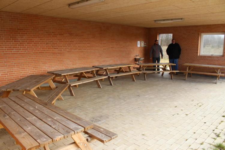 Outdoor Werktstatt für Gruppenaktivitäten im dänischen Jugendlager Trevaeldcentret