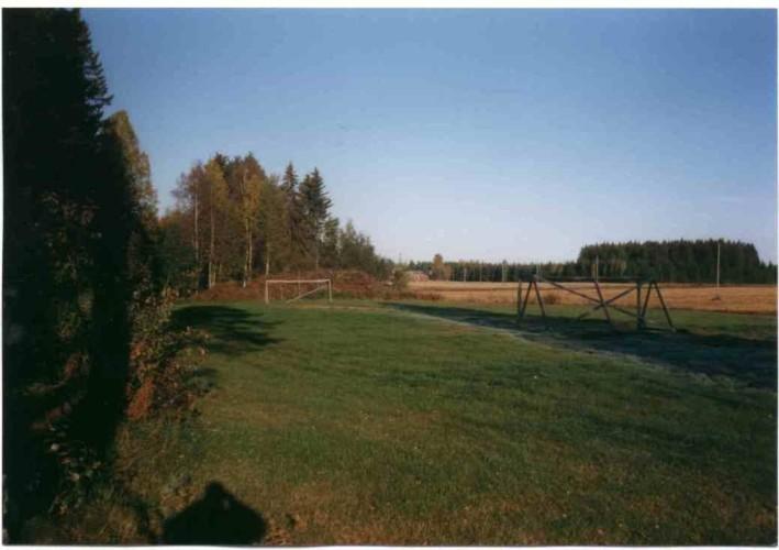 Sportwiese am Freizeitheim Vanamola für Kinder und Jugendreisen in Finnland.