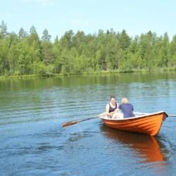 Hauseigenes Ruderboot am Freizeitheim Vanamola in Finnland.