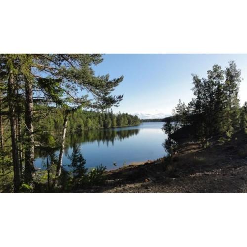 SEGU_2A_4 Der See des Freizeithauses Gussjöstugan in Schweden.