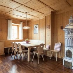 Gruppenraum im italienischen Freizeitheim Hotel Masatsch in Südtirol für Kinder und Jugendreisen.