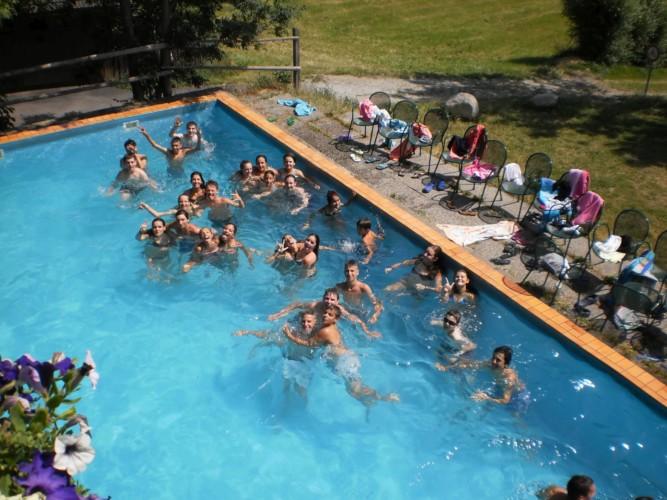 Der hauseigene Pool am italienischen Freizeitheim Plonerhof in Südtirol.
