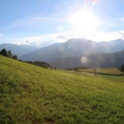 Wandern in den italienischen Bergen am Freizeithaus Plonerhof in Südtirol.