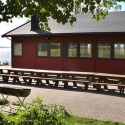 Der Außenbereich des Gruppenhauses Lunde in Norwegen.