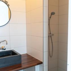 Sanitärbereich im holländischen Gruppenhaus Bij Ceulemans direkt am See für Jugendfreizeiten