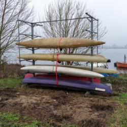 Kanus am holländischen Freizeitheim Bij Ceulemans direkt am See für Kinderfreizeiten