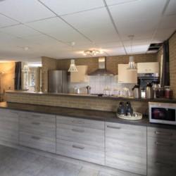 Der Küchenraum im niederländischen Gruppenhaus Eikenhorst.