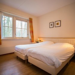 Schlafraum im behindertengerechten Gruppenhaus Stins in den Niederlanden