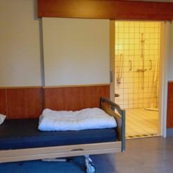 nlio 2020 Schlafzimmer für behinderte Menschen im Gruppenhaus ImminkOpkamer in den Niederlanden