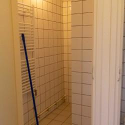 Dusche im niederländischen Gruppenhaus Markestee