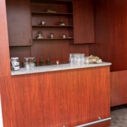 Eine kleine Theke am Hotel de Postelhoef in den Niederlanden.